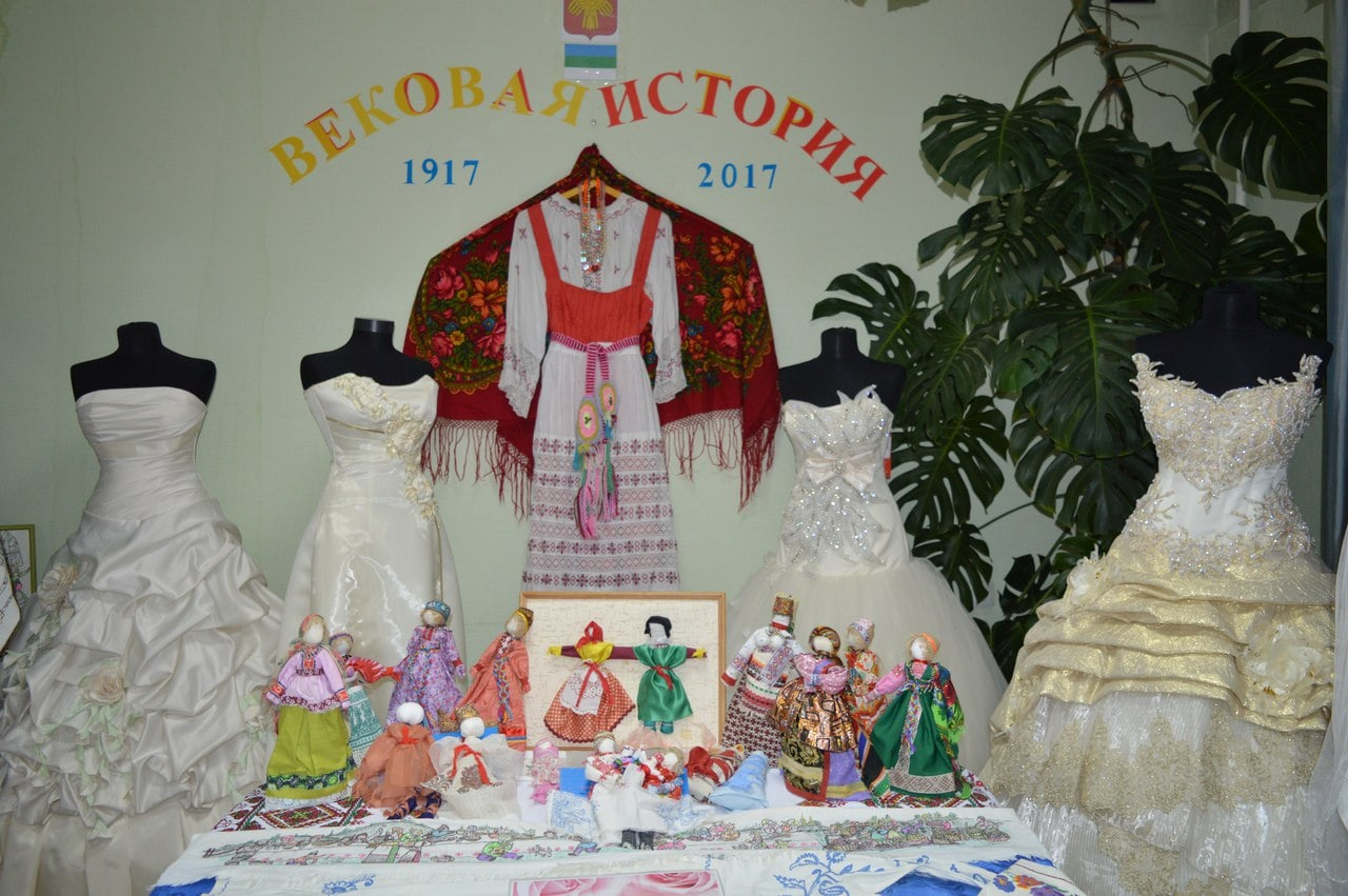 В загсе Ухты открыта выставка, посвящённая столетнему юбилею